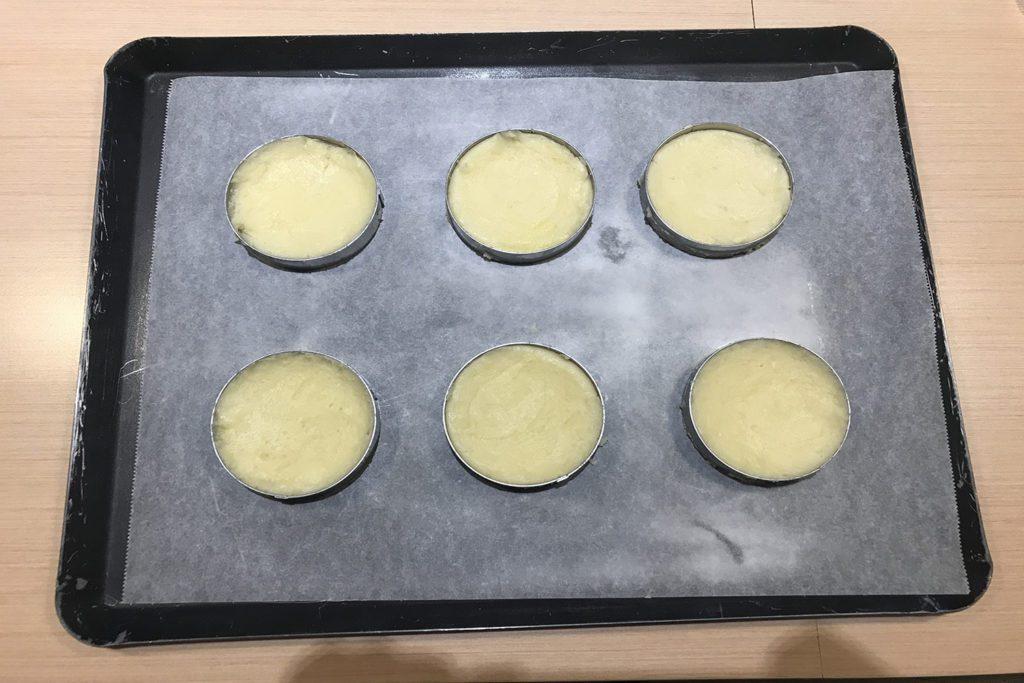 香檬酥餅麵糊均勻入模