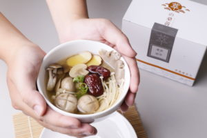 冬天補身桑黃蕈菇湯